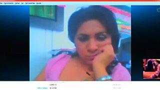 secretaria dicimuladamente mirando mi verga en su oficina 3