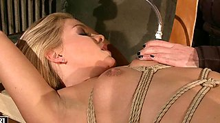 Kathia Nobili tie a rope to babe's whole naked body