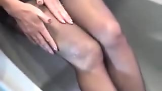 legs with wet-----