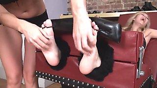 Dee feet tickled