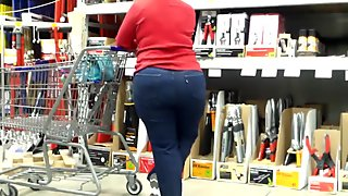 Thick Mature Ass In Levi's..