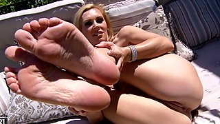 Tanya Tate naked chick caress her cunt by her fingers