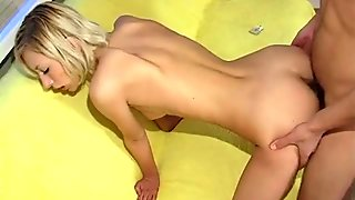 A hot couple wants to fuck on sofa