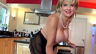 Jerkoff instructions with British Milf Lady S