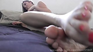 foot freak's toes close-up joi