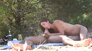 Amateur oral sex on a romantic picnic scene 1