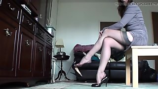 Mature Legs in High-Heels room