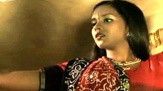 Wearing traditional gown Indian brunette Mumta Tendulkar poses on cam